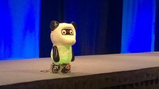 微软依托Win10推首款萌蠢机器人 能翻译还能实现情感分析